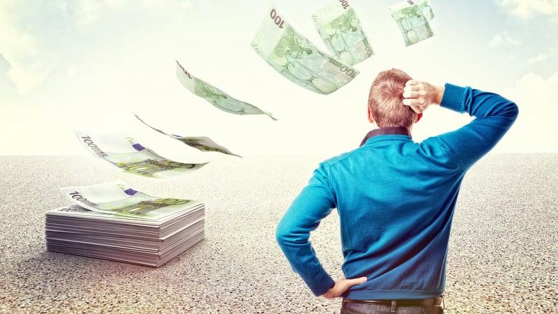 Как правильно отдавать деньги, чтобы они не переводились (народные приметы)