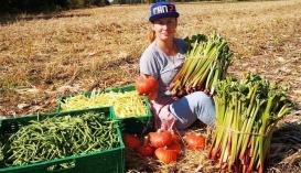 Юлія Ворощук з продукцією власної органічної ферми