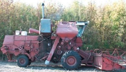 Зернозбиральний комбайн із повітрезабірником над кабіною