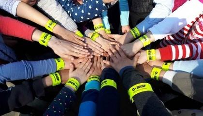 Светоотражающие браслеты уже переданы в сельские школы Винницкой, Запорожской, Днепропетровской, Черниговской, Николаевской, Полтавской, Хмельницкой и Ровенской областей