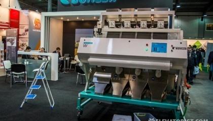 Основные части деталей, узлов и электронной начинки Buhler Sortex YJT ВБ производятся на заводе Бюлер в Китае, что позволило снизить цену на агрегат. Но часть компонентов такие же, как в английских машинах, в том числе программное обеспечение