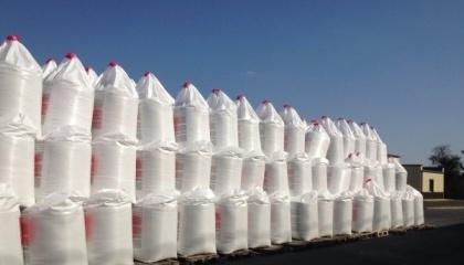 На склады Аграрного фонда де-факто сейчас поставлено уже 208 тыс. т удобрений, что эквивалентно 1,048 млрд грн. Это аммиачная селитра, карбамид, карбамидо-аммиачная смесь и аммиачно-известковые удобрения,