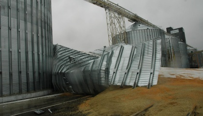 Одна з основних причин аварій сталевих силосів - не готовність замовників фінансувати проектні роботи, інженерні рішення та заходи щодо перевірки відповідності обладнання, що закуповується в необхідному обсязі
