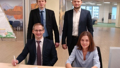 """Підписання партнерської угоди між """"Агропросперіс Банк"""" і KMZ Industries"""