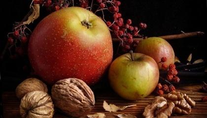 Хмельницькі садівники збираються самі та радять іншим перепрофілювати господарства, залишивши яблука основною фруктовою культурою