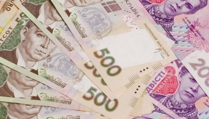 Відповідно до договорів, плата за оренду паю становить 3% від нормативної грошової оцінки землі, фактично ж виплачуються всі 5%. І готується рішення на наступний рік збільшити її до 6% -7% в грошовому вираженні