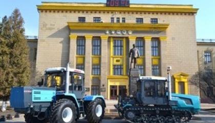 В настоящее время завод выпускает 500-700 тракторов в месяц, однако остается открытым вопрос сбыта