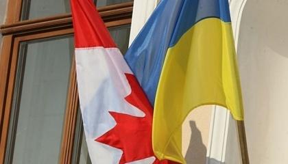 Значне місце канадського експорту відведено фармацевтичній продукції та сої (переважно насіння)