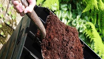 Мусор перерабатывается в компост, который можно вносить на поля в качестве удобрения.