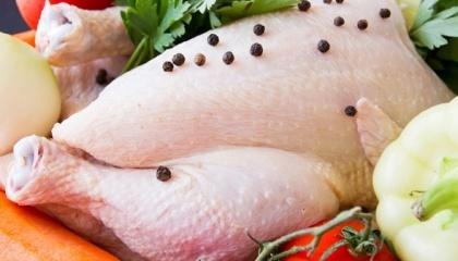 Що стосується внутрішніх цін на курятину, то через обмеження з експорту вони можуть знизитися, але не значно, якщо експортні потоки будуть вчасно переорієнтовані