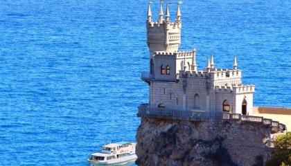 Традиційно площі виноградників в Криму досягали 100 тис. га, але на сьогоднішній день ця цифра скоротилася майже в три рази і становить близько 30 тис. га