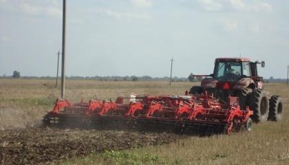 """Испытания нового агрегата """"Лозовских машин"""" проходят на сложных плотных почвах с большим содержанием песка"""