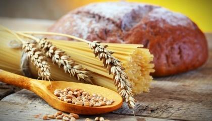 черный хлеб и макароны