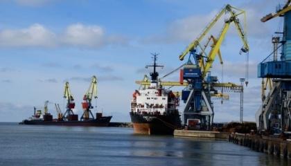 Предлагается использовать контейнерную технологию погрузки зерновых грузов на суда