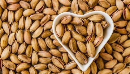 Через зміну місць зростання горіхів, пов'язану з глобальним потеплінням клімату, вже через кілька років виробники горіхів зможуть вирощувати в Україні мигдаль, пекан і фісташки