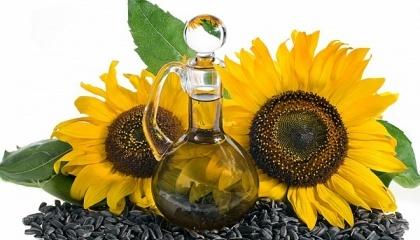 Рафинированное масло вообще нельзя использовать в пищевой промышленности, так как рафинирование происходит за счет химии, после использования которой ее нельзя употреблять людям, - мнение