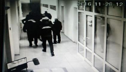 Заместителя задержали при получении взятки за разрешение одной из частных фирм работать в порту