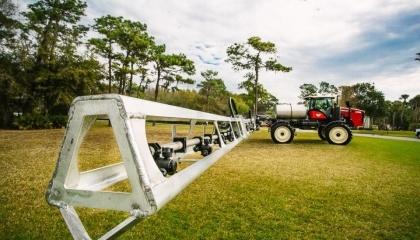 В новой модели SX280 установлены дополнительные алюминиевые штанги длиной 36,5 м. Среди дополнительных опций: полевой компьютер Raven Viper 4, автопилот Autosteer, доступны также широкие флотационные шины