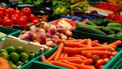 В Україні для супермаркетів головне, щоб продукція була якомога дешевшою і разом із тим якісною. Однак, навіть за контрактами з постачальником, вони ніякої відповідальності не несуть
