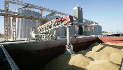 Многие страны-импортеры украинского зерна предпочитают покупать его небольшими партиями - от 5 до 15 тыс. т. Такая экспортная партия помещается на суда типа coaster