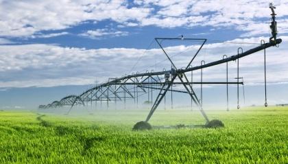 Постійного зрошення в Україні потребують 18,7 млн га орних земель, 4,8 млн га - періодичного. Однак повноцінно зрошуються всього 475 тис. га угідь або 2,54%