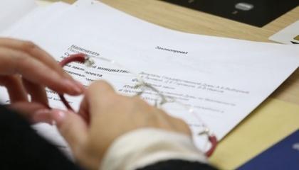 На уровне государственных органов остается дискуссионным вопрос о перечне сведений о владельце земельного участка и официального источника, который будет их содержать