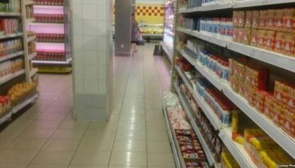 Нехватки продуктов в оккупированном России Донецке нет, в наличии как продукты первой необходимости, так и сезонные овощи и фрукты. Магазины города скорее пугают отсутствием покупателей