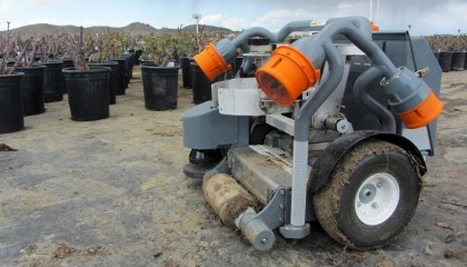 Стартап Harvest Automation створив робота робота-садівника Nursery Bot, який переміщує горщики з рослинами