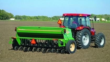 На мировом рынке сельскохозяйственной техники в период с 2015 по 2024 год, скорее всего, будет доминировать сегмент тракторов. Также ожидается довольно активный рост сегмента сеялки в прогнозируемом периоде