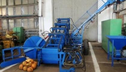 У завода есть много разработок оборудования, необходимого для выращивания и товарной переработки тыквенной семечки