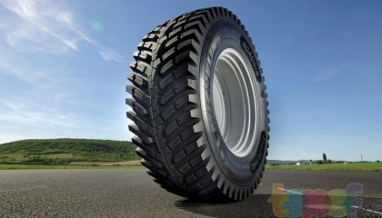 Французский производитель Michelin представил новую сельскохозяйственную шину. RoadBib, разработанную специально для подрядчиков, использующих тракторы мощностью более 200 л.с.