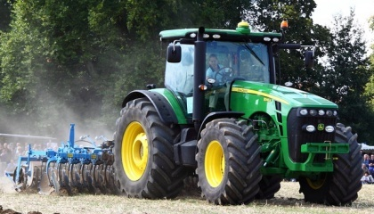 На сьогоднішній день уряд працює над тим, щоб зробити програму компенсації сільськогосподарської техніки для українських аграріїв, введену в держбюджеті на 2017 рік, постійною