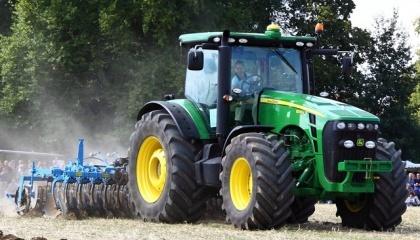 На сегодняшний день правительство работает над тем, чтобы сделать программу компенсации сельскохозяйственной техники для украинских аграриев, введенную в госбюджете на 2017 год, постоянной