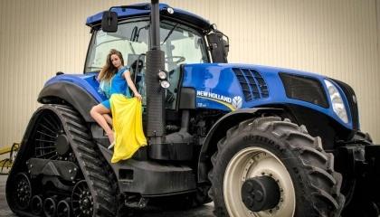Аграрії зрозуміють і зможуть оцінити переваги напівгусеничного трактора New Holland T8.410 SmartTrax, який поєднує в собі маневреність, відмінну тягу і прохідність