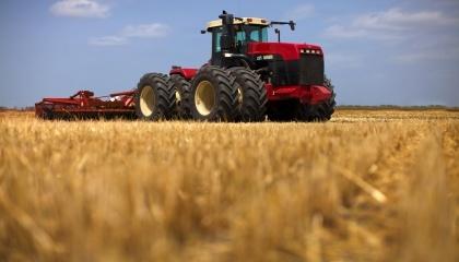 Положительная динамика в приобретении сельхозтехники наблюдается именно среди фермеров. Они очень активно покупают железных помощников в свои хозяйства
