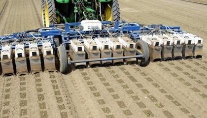 Калифорнийский стартап Blue River Technology - один из самых заметных в сфере AgTech. Разработчики пытаются создать трактор, который будет управляться при помощи искусственного интеллекта