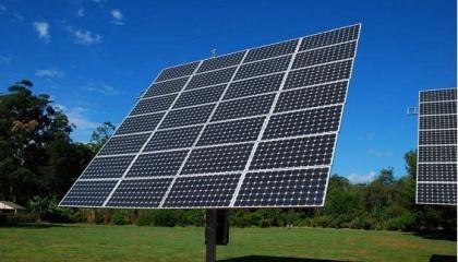 """Це перша в області трекерна установка для сонячних батарей. Установка споруджена в рамках створення екологорекреаційного комплексу """"Відродження"""""""