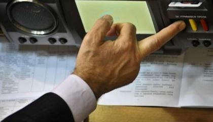 29 нардепов агрокомитета ВРУ имеют 150 фирм, из которых 100 - связаны с агропромышленностью, 7 депутатов напрямую связаны с агрохолдингами, 5 - не указали бизнес-активов в своей декларации, 3 имеют агробизнес, записанный на родственников, 4 - являются «кнопкодавами»