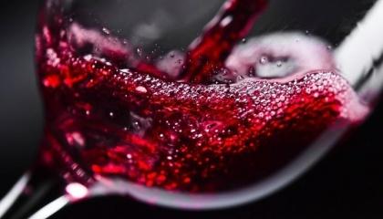 У трьох найбільших країнах-виробниках вина в Європі виробництво цього напою з урожаю-2017, як очікується, стане найнижчим за всю історію