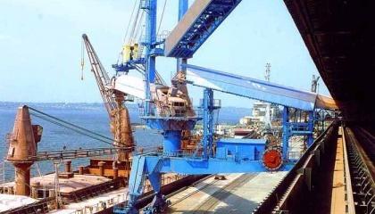 На сегодняшний день в украинских портах сложился профицит мощностей по перевалке зерновых, что позволяет и в дальнейшем уменьшать ставки для экспортеров