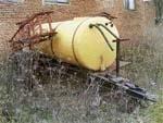 Проблема зберігання сільгосптехніки (машини для внесення пестицидів) фото, ілюстрація