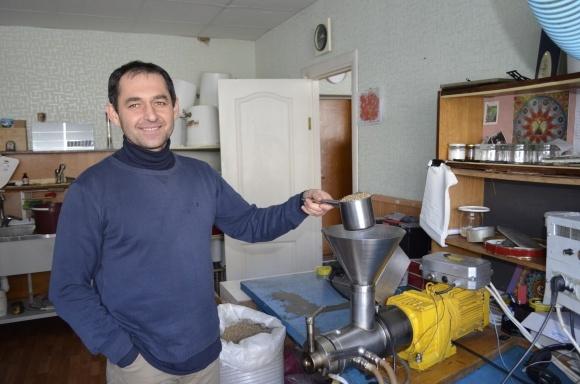 На Винничине предприниматель изготовляет целебные растительные масла из более чем 20 видов семян фото, иллюстрация