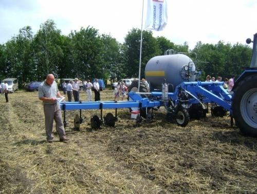 Удобрення кукурудзи безводним аміаком фото, ілюстрація