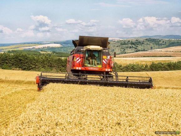 Обираємо  зернозбиральний комбайн. Що нового пропонує ринок України фото, ілюстрація
