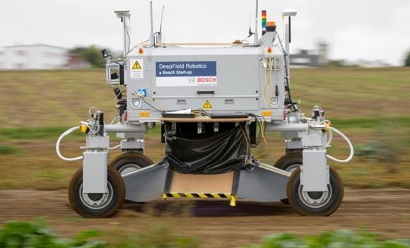 Польовий робот знищить бур'яни без хімії фото, ілюстрація
