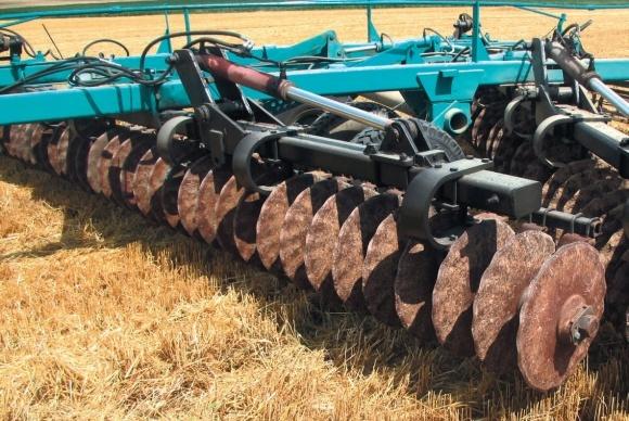 Поверхневий обробіток ґрунту: одна машина — різні диски фото, ілюстрація