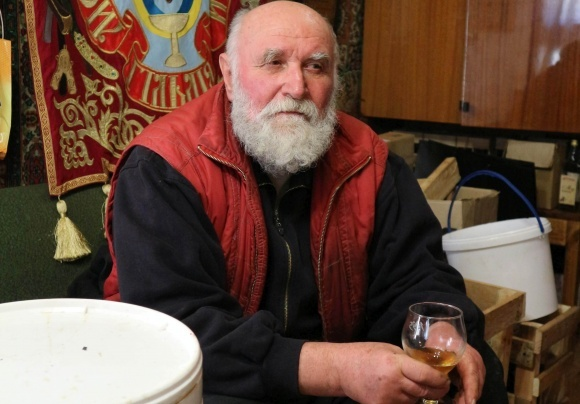 Человек, возродивший медоварение в Украине фото, иллюстрация