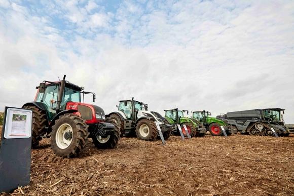 ІДЕАЛьная производительность уборки кукурузы фото, иллюстрация