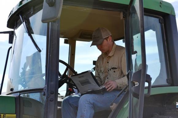 Как фермерам воспользоваться ІТ-технологиями, которые помогли Д.Трампу? фото, иллюстрация