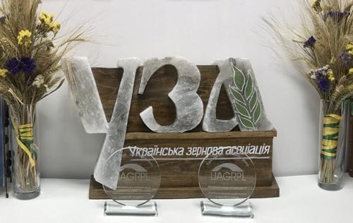 УЗА вважає бажання «Укрзалізниці» експортувати зерно відповіддю на вимоги прискорити допуск приватної тяги фото, иллюстрация